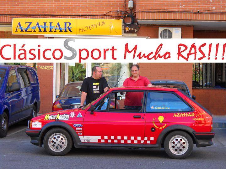 Daniel Aguilar y Miguel Cabello (a la derecha) con su Fiesta XR2