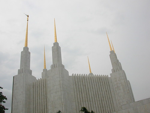 Sept 5, 2011 D.C. temple, spire tips gone after August 2011 earthquake