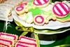 Eco-Glam 2010_Table gourmande / Sweet table (Elcorso / Tables gourmande) Tags: rose vert biscuits bodysuit pied bas bébé soulier sugart hochet elcorso sweettable femmeenceinte talonhaut ecoglam tablegourmande