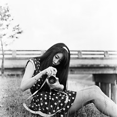 Vintage Look (Sakulchai Sikitikul) Tags: bw tlr film vintage grain dot 35 blackdiamond rolleicord 75mm