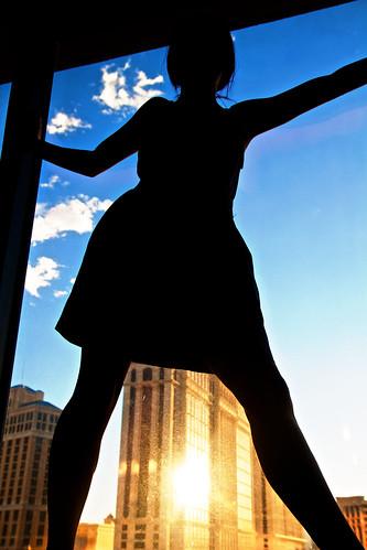 [フリー画像] 人物, 人と風景, シルエット, 窓辺, 201108201500