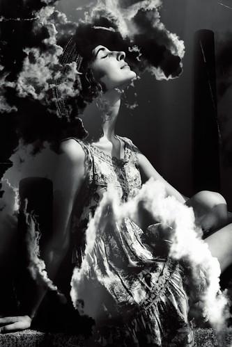 [フリー画像] 人物, 女性, 横顔, 目を閉じる, モノクロ写真, アメリカ人, 201108231500