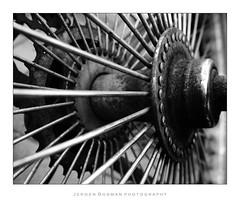 Velode (Jeroen Bosman) Tags: blackandwhite hub rust zwartwit spokes corrosion radial roest sprocket tandwiel spaken naaf corrosie radiaal