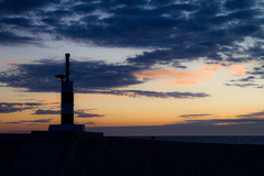 Faro acstico (Mauricio Snchez Rubal) Tags: sunset sea sky beach portugal water night clouds noche mar agua waves playa cielo nubes puestadesol olas esposende