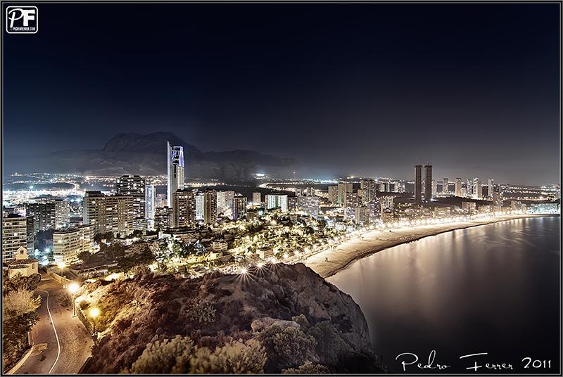 Postales de Benidorm - Nocturna de la Playa de poniente desde La Cala