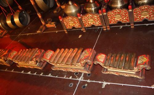 jardim rosas de saron:Xylophones, Gongs, etc. [Percussive Idiophones] 20 – Saron (of Gamelan