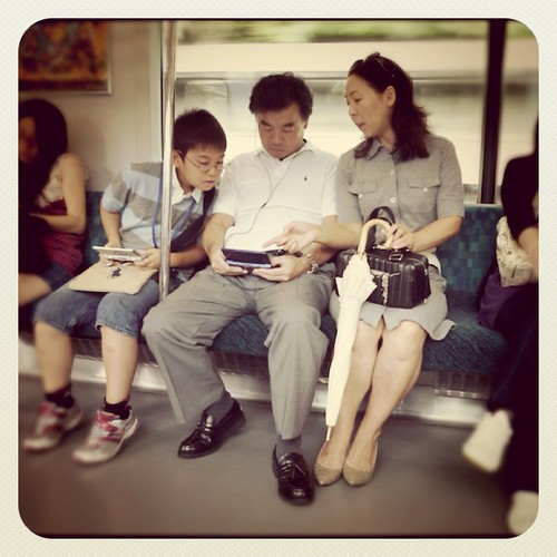 They play videogames as a whole family #videogames