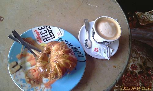 Croisant y Cafe en  OPILA bilbao by LaVisitaComunicacion