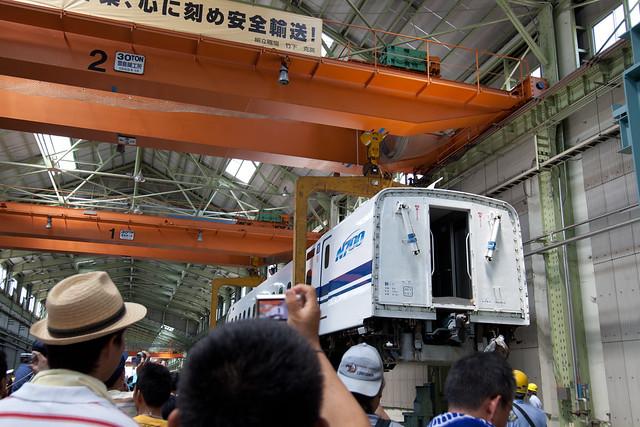 車体上げ - 新幹線なるほど発見デー2011