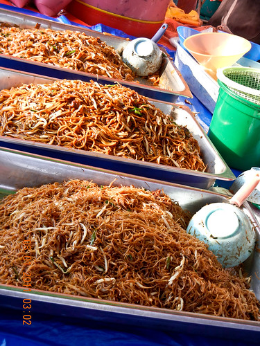 DSCN2356  Fried Noodle ,Ramadhan bazaar , Ipoh ,Malaysia- 2011