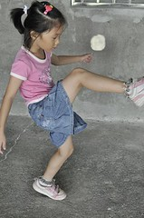 20110709-zozo踢麵團毽子-1