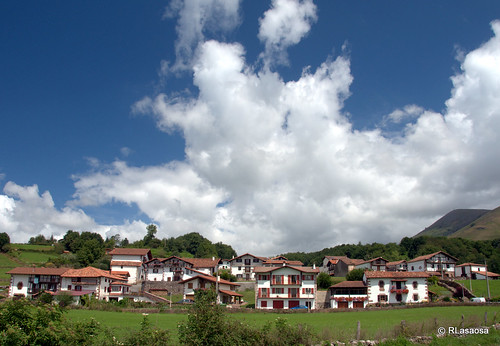 Bozate, Valle de Baztán by Rufino Lasaosa