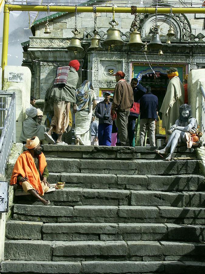 Вход в Мандир. Кедарнатх (храм Кедар) © Kartzon Dream - авторские путешествия, авторские туры в Индию, тревел фото, тревел видео, фототуры
