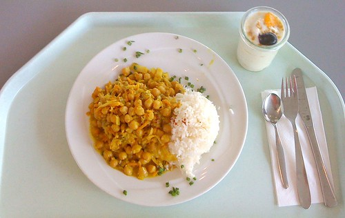 Pikantes Kichererbsencurry auf indische Art / Zesty chickpea curry indian style
