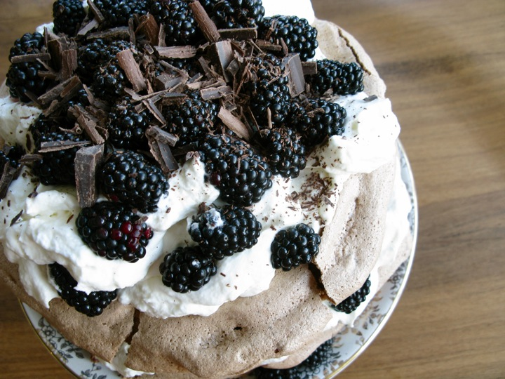 chocolate blackberry pavlova 004