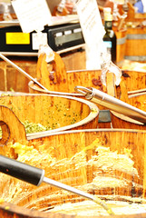 Sauces at the Borough Market (Giorgia Grassini) Tags: uk bridge england food london bucket market unitedkingdom sauce spoon pappa boroughmarket londres angleterre borough buckets salsa mercato londra pesto nourriture cibo sauces regnounito spoons inghilterra cucchiaio houmous secchio royaumeuni cucchiai salse secchi