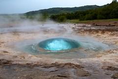 Strokkur burst coming up (doctor_steve) Tags: canon iceland 7d area geyser burst geothermal geysir strokkur 1022 stefano islanda esplosione eruzione tiozzo