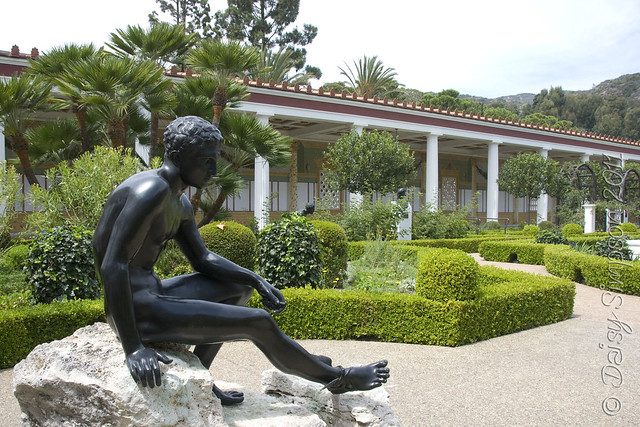 D2 getty villa outer garden statue
