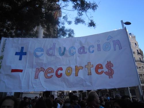 Pancarta contra los recortes en educación