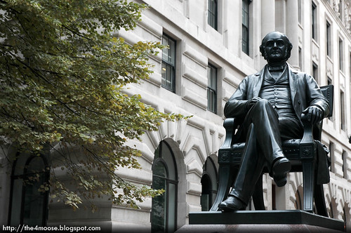 London - George Peabody Statue