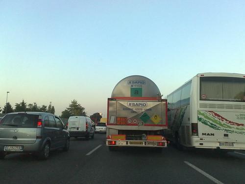 Tra mezzi pesanti by durishti