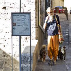 Perugia, Piazza Danti (Bart van Dijk (...)) Tags: city urban italy holiday canon eos bart citylife streetphotography format van dailylife perugia umbria stad itali umbri peopleinthecity straatfotografie peopleinthestreets dagelijksleven mensenopstraat stadsleven mensenindestad formaatsquare bartvandijk breeblebox 7d11 formatvierkant vakantie2011