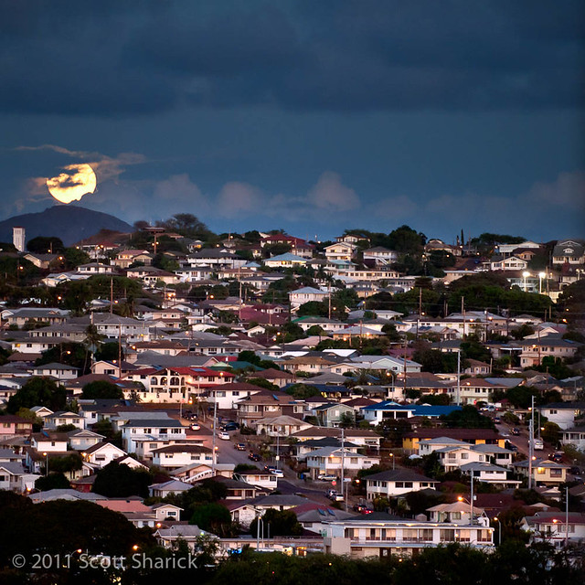 Moonrise over Kaimuki