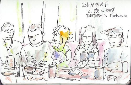 食事とスケッチする人々