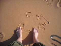 Morocco/Marruecos. Footsteps in the sand (MoniPeni) Tags: morocco marruecos apr11 abr11