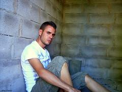 En la casa abandonada (Ferny Carreras) Tags: selfportrait male me self mine retrato yo autoretrato selftaught hombre portrair masculino i