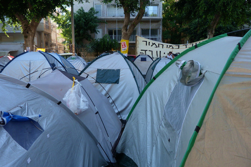 06-08-2011-justice-tents4