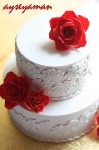 kırmızı güllü yıldönümü pastası