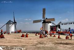 JMJ 2011 CAMPO DE CRIPTANA 31 (ACO-nikon) Tags: people sierra banderas molinos pilgrims aco peregrinos reportaje despèlerins jmjcampodecriptana diasenladiocesisdeciudadreal