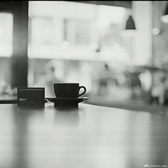 Kaffeine Coffee (Rick Nunn) Tags: camera white black london 120 coffee zeiss mediumformat dof rick jena xp2 carl pentacon illford six nunn f28 80mm
