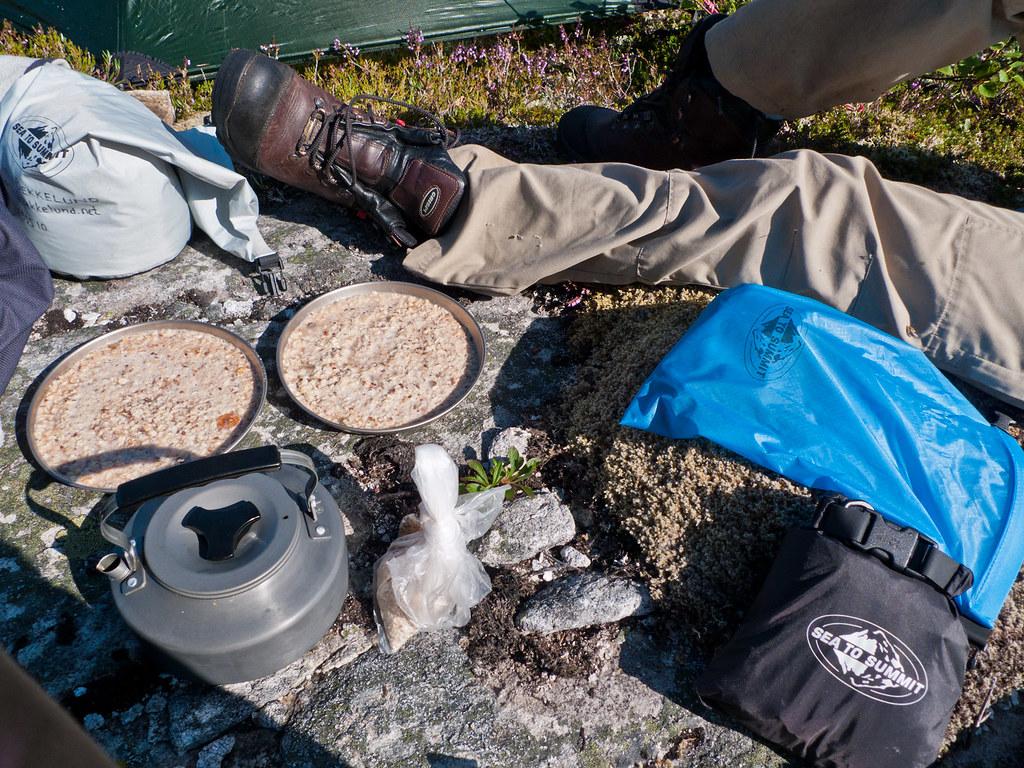 Klassisk frokost, havregrøt og kaffe