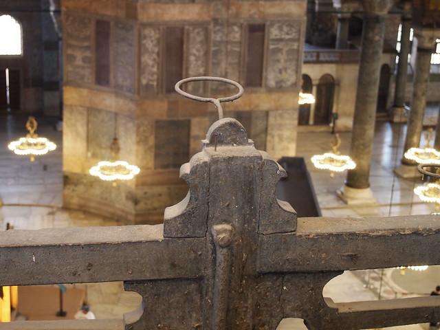 聖索菲亞教堂二樓欄杆上的燭台