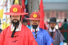 Ceremonial March (Trim Reaper) Tags: beard nikon ceremony palace korea korean seoul marching soldiers nikkor southkorea gyeongbokgung 70200mm d90 palaceguards vr2 gyeongbuk