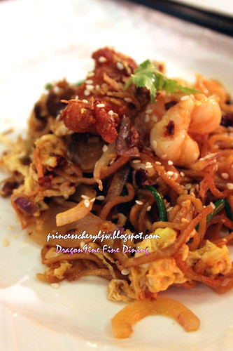Dragon9ine stir fried seafood yee mee noodle with grandma sauce