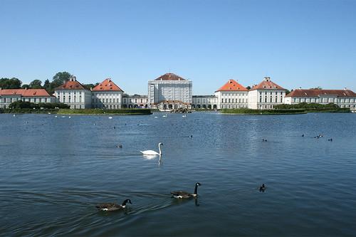 See mit Schwan - Schloß Nymphenburg