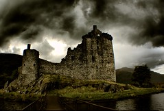 Kilchurn Castle, Scotland:) (ClanUrbex) Tags: lighting urban building castle heritage history castles abandoned water beautiful scotland decay haunted derelict hdr decayed inverary lochawe tyndrum kilchurn kilchurncastle digitalcameraclub veranique clanurbex veraniquedron vedron