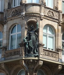 Building decorations (contrarationem) Tags: house building statue germany frankfurt