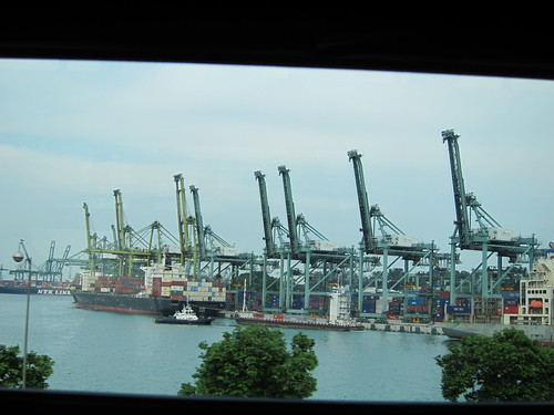 between sentosa and vivo city