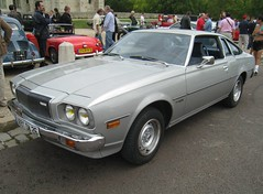 The second generation CD Cosmo appeared in 1975 and lasted until 1981. It was known as the Cosmo AP in Japan, and sold internationally as the Mazda RX-5, though in some export markets its piston-powered counterpart was called the Mazda 121. (AlainDurand) Tags: cars 94 mazda iledefrance voitures vincennes japanesecars motorshows valdemarne veterancars voituresanciennes mazda121 vincennesenanciennes mazdacosmo alaindurand greaterparis classicmotorshows japaneseveterancars voituresjaponaises mazdacosmoap voituresanciennesjaponaises