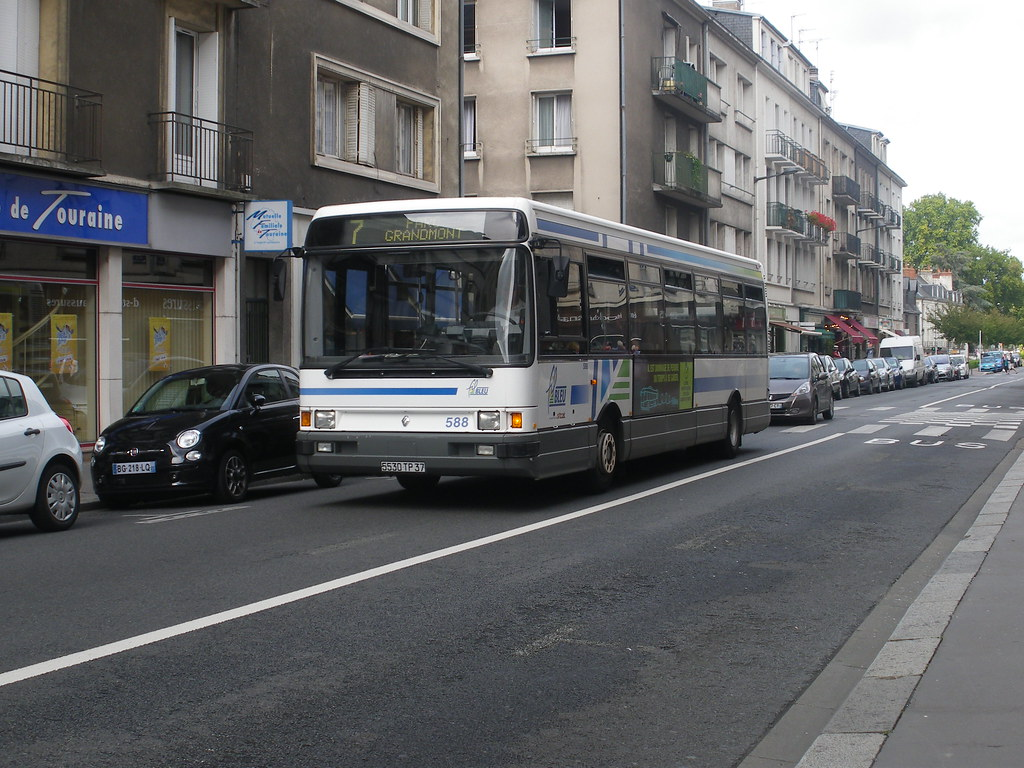The world 39 s newest photos of buses and r312 flickr hive mind - Garage renault chambray les tours ...