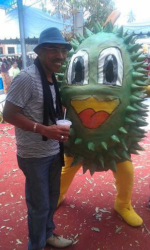 Os dan Maskot Pesta Durian Perak 2011
