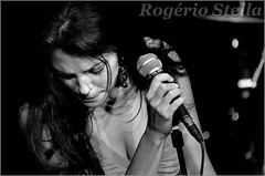 Hilary Kole (Rogerio Stella) Tags: show stella bw white black branco portraits banda photography concert nikon photographer tour you song retrato live stage gig performance band hilary jazz preto bands rogerio portraiture idol instrument there fotografia documentation venue instruments msica vivo palco kole fotojornalismo dolo lanamento apresentao 2011 blackwhitephotos documentao are documentarist