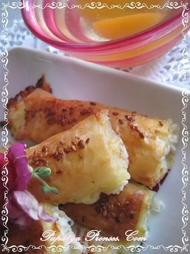 baklava yufkasıyla peynirli börek (2)