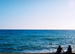 Pause. (Pietro Bakke) Tags: sea italy sun film 35mm canon lens t 50mm seaside italia day mare f14 liguria 14 t90 genoa genova mm 50 35 midday 90 mid sestri levante pellicola pomeriggio rullino