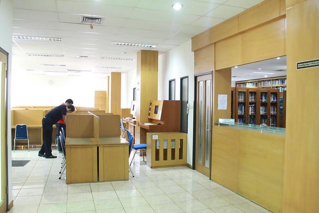 6054075444 f41e27ae8c z Library