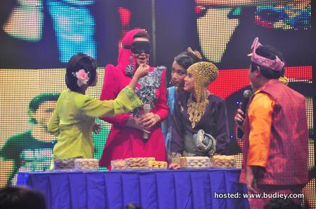 Adik-adik ik3 & Dato' Siti meneka kuih raya (1)